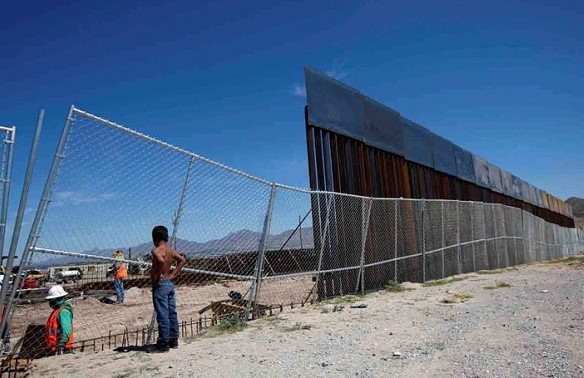 """Trump promised """"artistically decorated"""" wall on the border with Mexico"""