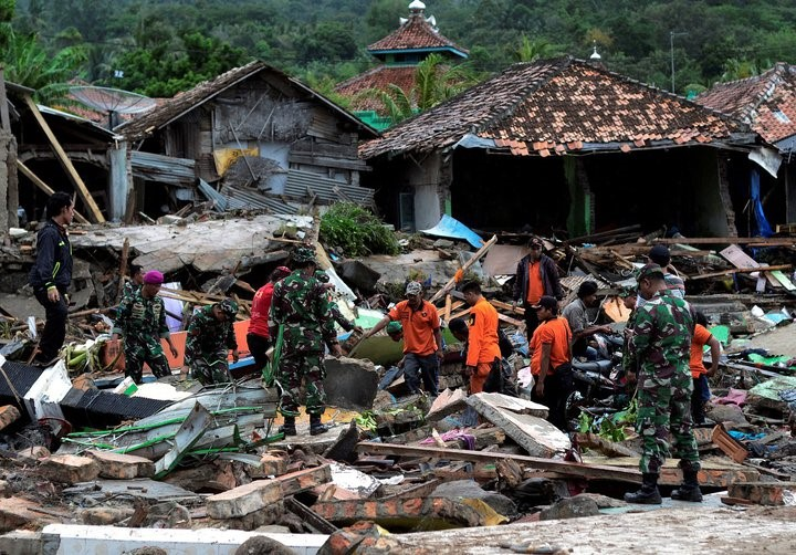 The number of tsunami victims in Indonesia rose to 334 people