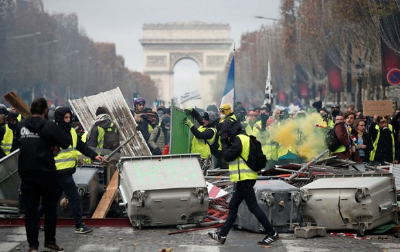 French authorities are preparing a law against aggressive protesters