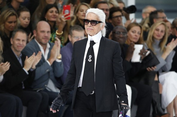 Died The Great Fashion Designer Karl Lagerfeld Free News