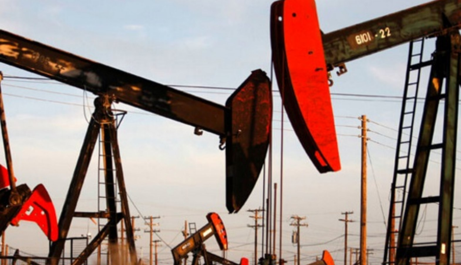 In the world, oil production has been a record decline: what happens to prices and what to expect in the future
