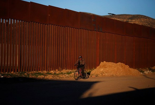 Trump intends to request another 8.6 billion dollars for the construction of the wall on the border with Mexico