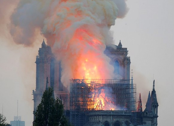 Firefighters: the construction of Notre Dame Cathedral probably saved from total destruction