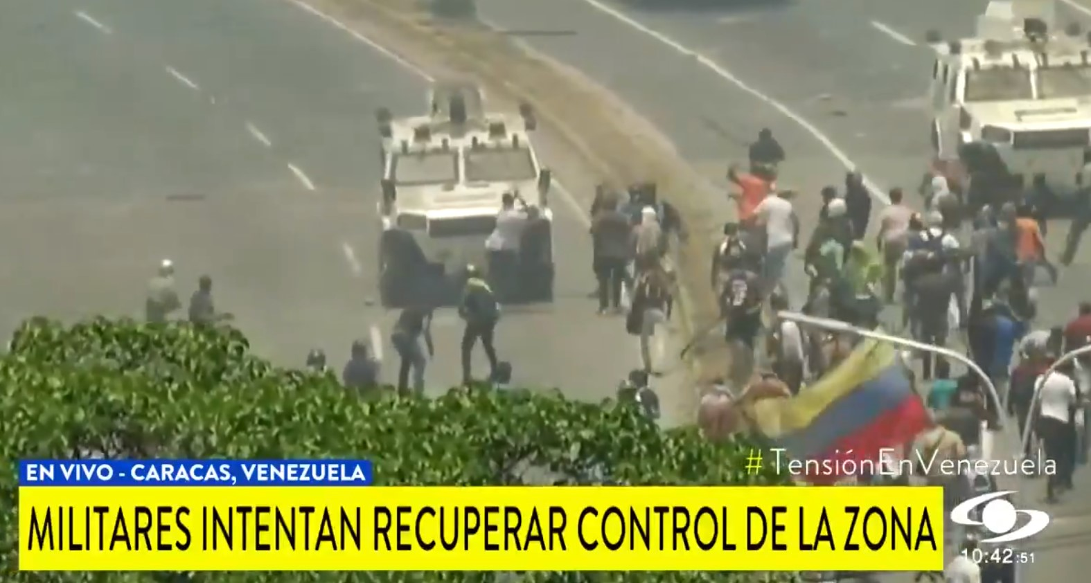 The military began to push the protesters in the street on armored vehicles in Venizuela