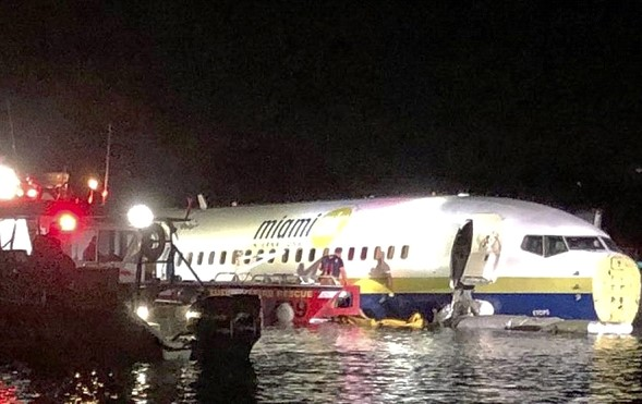 In Florida, Boeing-737 with passengers on Board was in the river