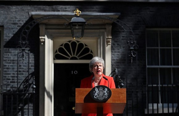"""I will resign as the leader of the Conservative and Unionist party on Friday, June 7,"" May said near the official residence on 10 Downing Street. In recent months, the Prime Minister and Parliament could not come to an agreement and adopt a plan for the country's exit from the European Union. This was the reason for May's resignation. May expressed regret that she could not bring ""Brexit"" to the end. She also noted: it is in the interests of all that the country is headed by a new person. The decision to resign May announced after a meeting with foreign and interior Ministers Jeremy hunt and Sajid Javid. The heads of departments expressed concerns about the new plan of the Prime Minister for the UK's exit from the European Union. May said that she was the second woman in the post of Prime Minister, but not the last. At the end of her speech, the Prime Minister could not hold back tears: ""I am grateful for the opportunity to serve the country I love."""