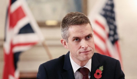 The Minister of defense of Britain sent in resignation