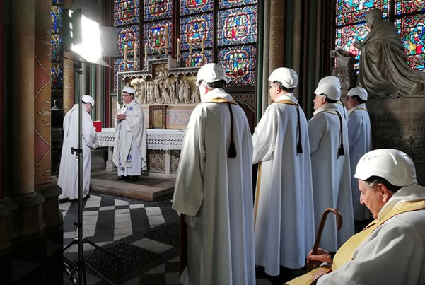 The first mass after the fire took place in Notre Dame