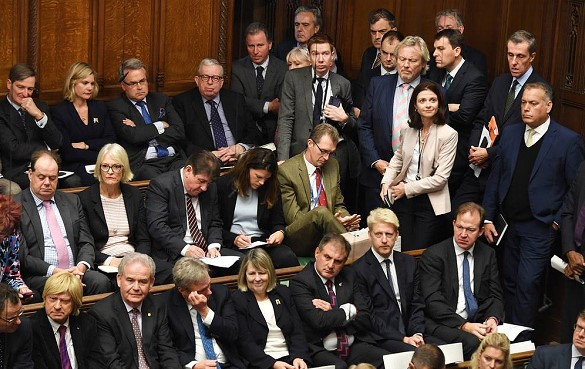 """British MPs passed an amendment to delay """"Brexit"""""""