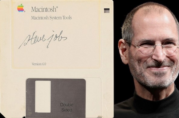A unique floppy disk autographed by Steve Jobs went under the hammer for $85 thousand