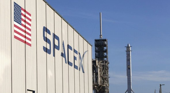 SpaceX plans to launch astronauts to the ISS in May