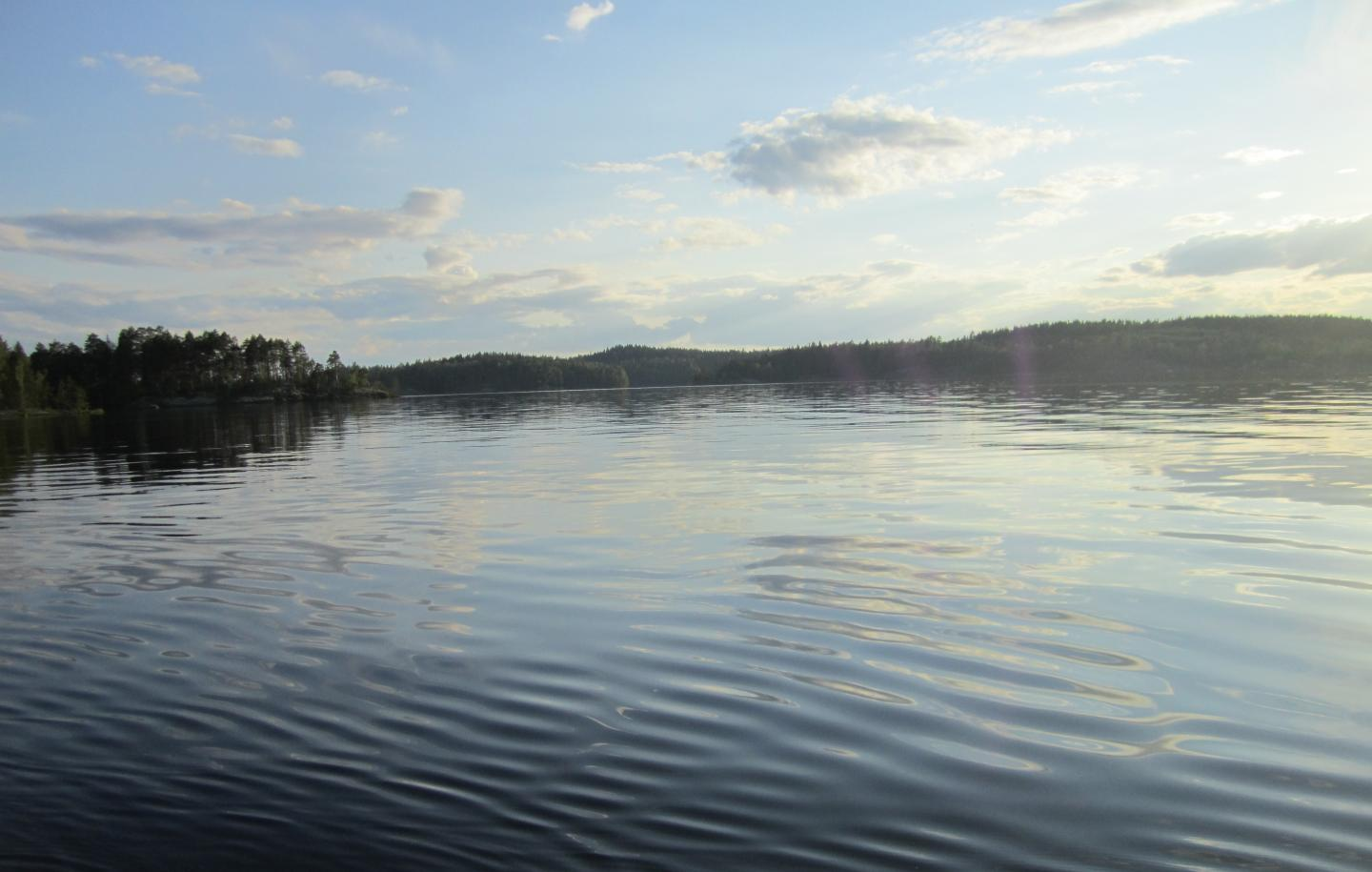Short and warm winters increase methane emissions from northern lakes