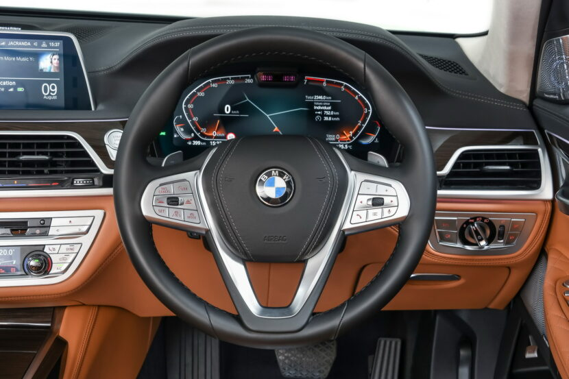 BMW develops steering wheel with a variable shape