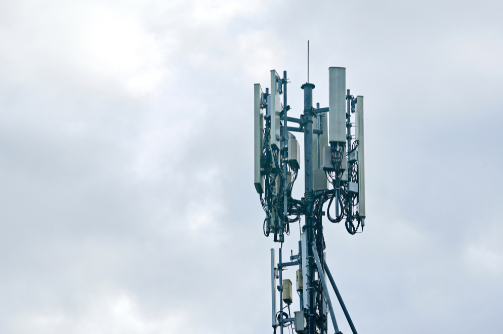 5G towers set on fire in Britain after rumors of COVID-19 spreading through them | FREE NEWS