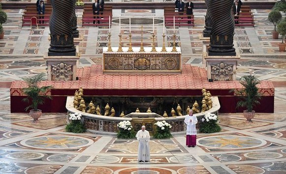 The Pope held an Easter service without parishioners and called on the world to unite against the backdrop of the pandemic