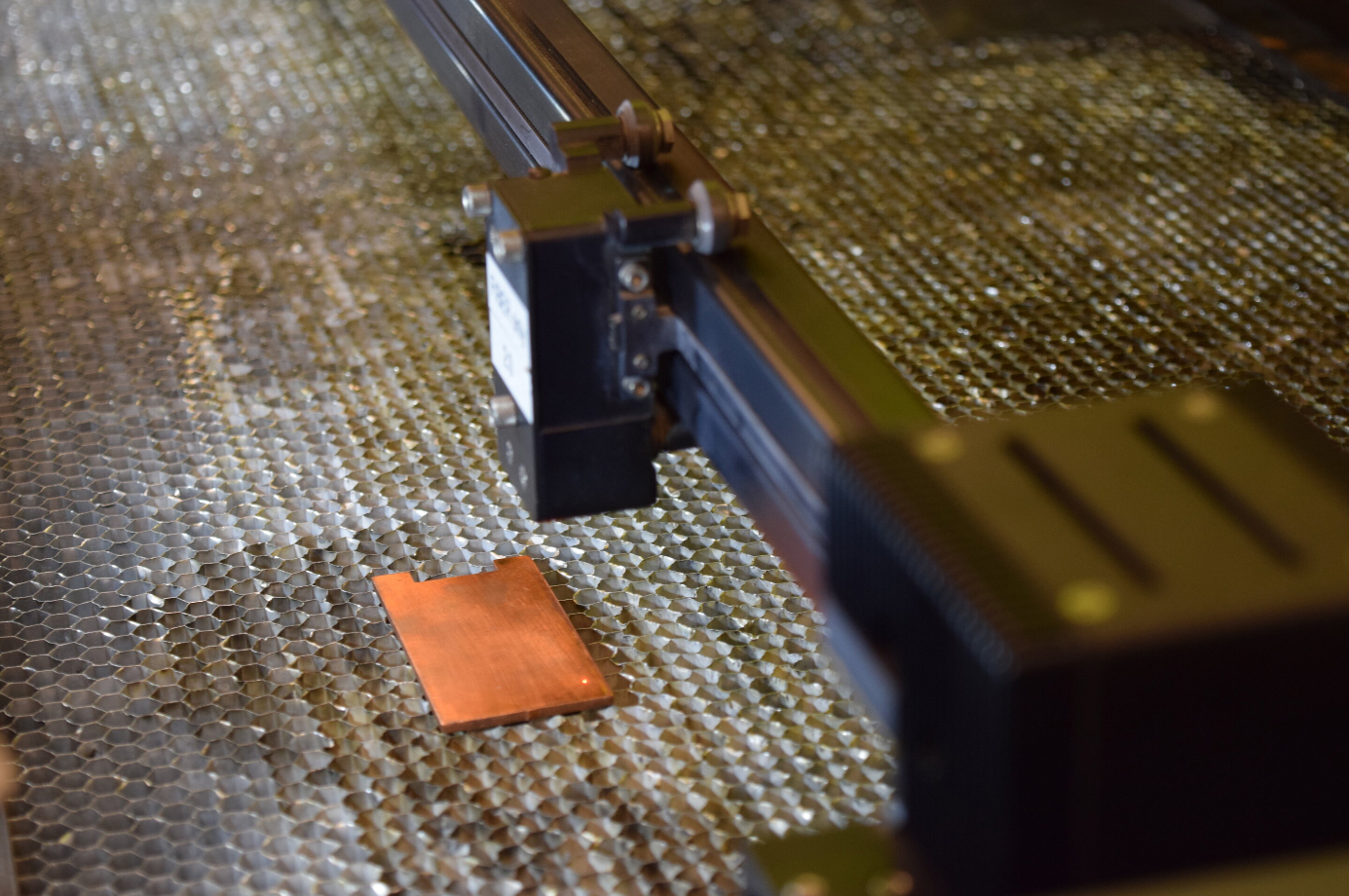 New method for treating a metal surface allows it to kill bacteria instantly